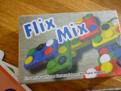 Das Kartenspiel Flix Mix im der Verpackung.
